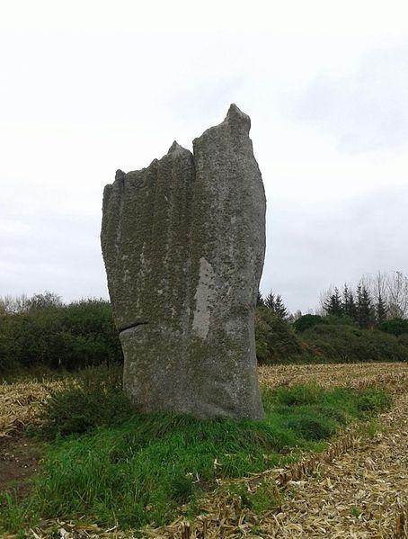 Photo du Monument Historique Deuxième menhir de Kerscaven situé à Penmarch
