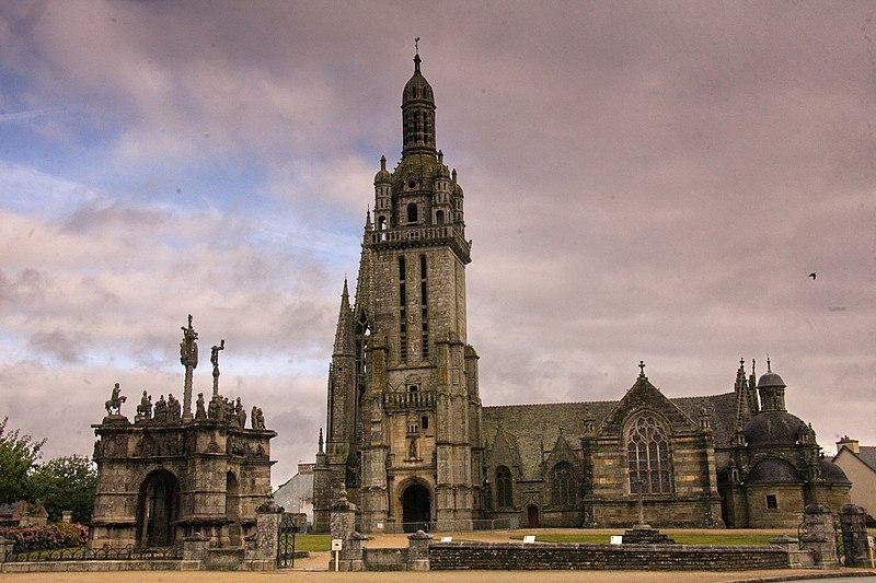 Photo du Monument Historique Eglise Saint-Germain, calvaire et ossuaire situé à Pleyben