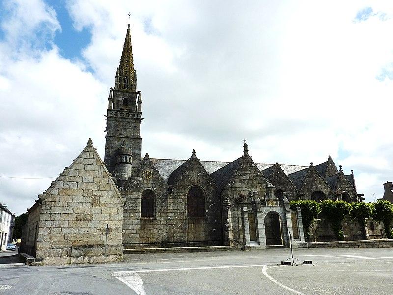 Photo du Monument Historique Eglise Saint-Pierre et chapelle funéraire situé à Pleyber-Christ