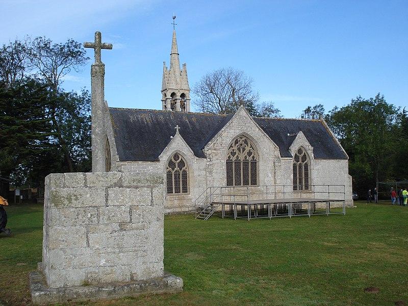 Photo du Monument Historique Chapelle de la Tréminou et restes du calvaire situé à l'Est de la chapelle situé à Plomeur