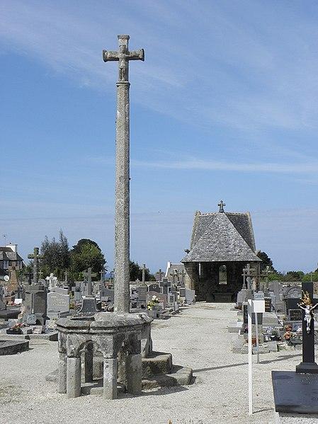 Photo du Monument Historique Chapelle et cimetière situé à Plougasnou