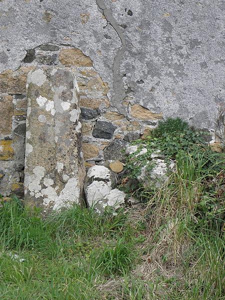 Photo du Monument Historique Lec'h de Kermenhir ou Keraminir situé à Plougasnou