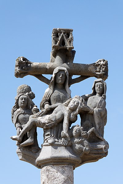 Photo du Monument Historique Cimetière situé à Plougoulm