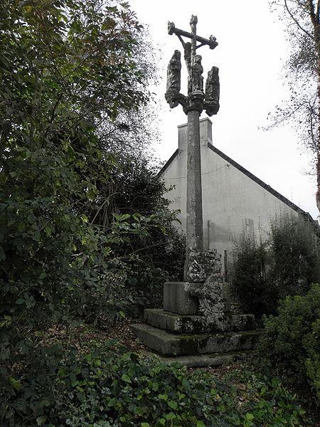 Photo du Monument Historique Croix de chemin en pierre de Lambader situé à Plougourvest