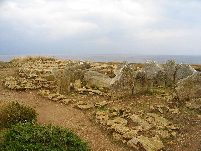 Photo du Monument Historique Nécropole mégalithique situé à Plouhinec