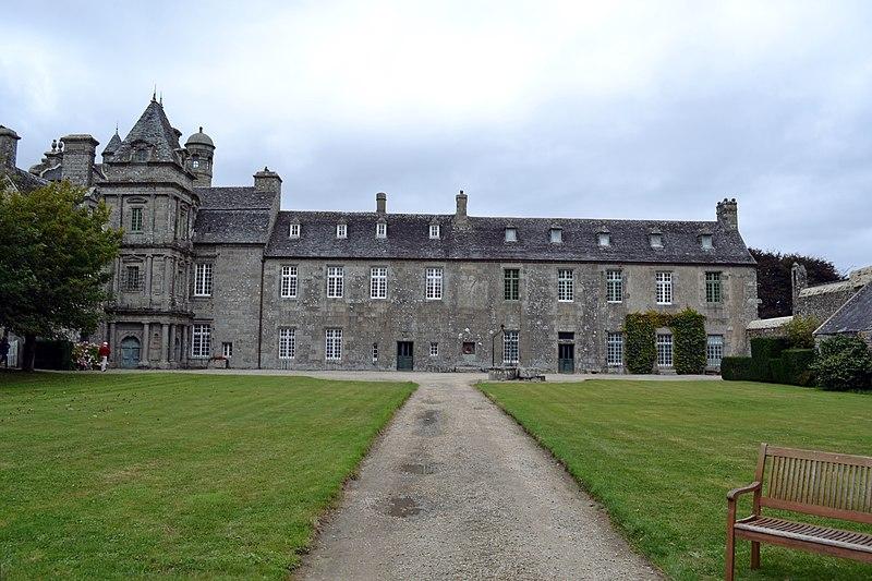 Photo du Monument Historique Domaine du château de Maillé situé à Plounévez-Lochrist