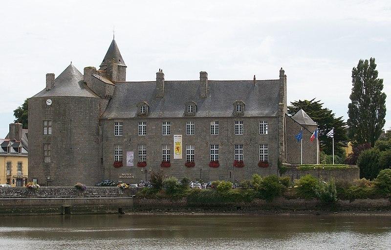 Photo du Monument Historique Hôtel de ville, dit aussi le Vieux Château, ou château des Barons du Pont situé à Pont-l'Abbé