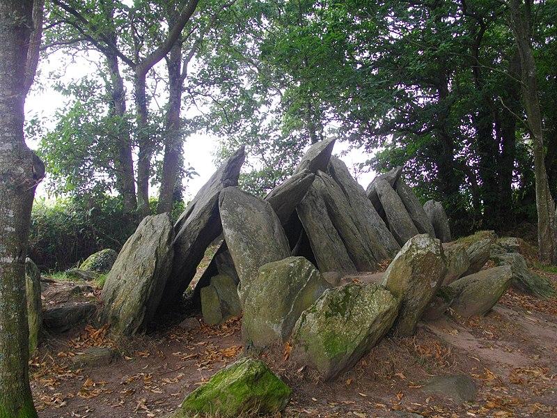 Photo du Monument Historique Allée couverte de Lesconil dite Ty-arc'horriquet situé à Poullan-sur-Mer