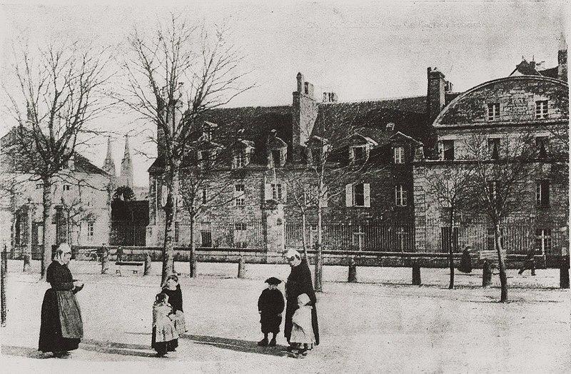 Photo du Monument Historique Ancienne maison conventuelle des Dames de la Retraite, aujourd'hui siège du groupement de gendarmerie du Finistère situé à Quimper