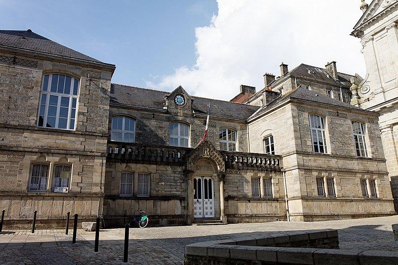 Photo du Monument Historique Lycée La Tour d'Auvergne situé à Quimper