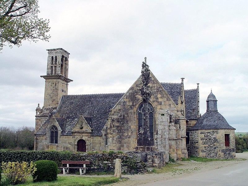Photo du Monument Historique Chapelle Saint-Sébastien, arc de triomphe, calvaire et placître situé à Saint-Ségal