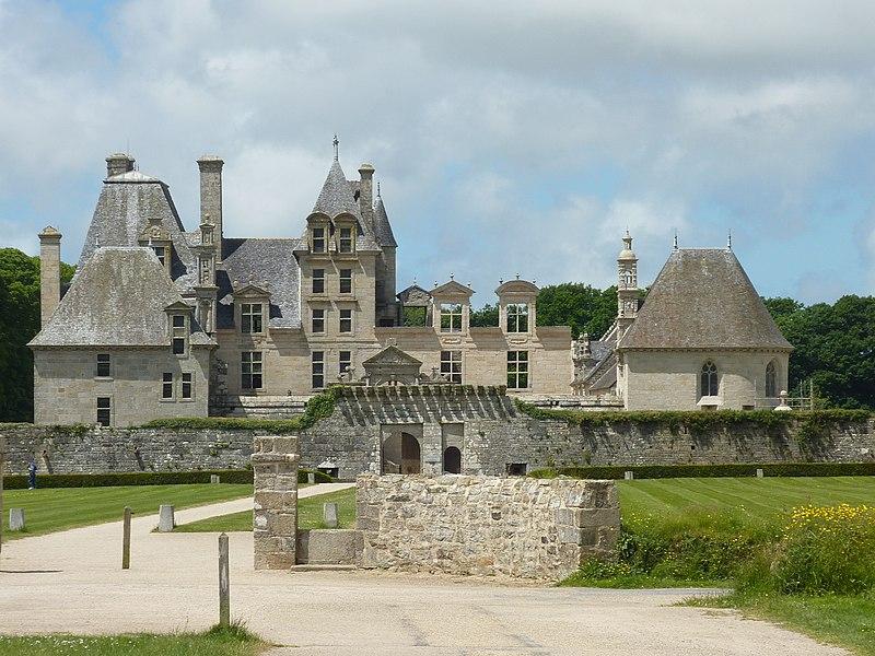 Photo du Monument Historique Château de Kerjean, actuellement Musée breton situé à Saint-Vougay