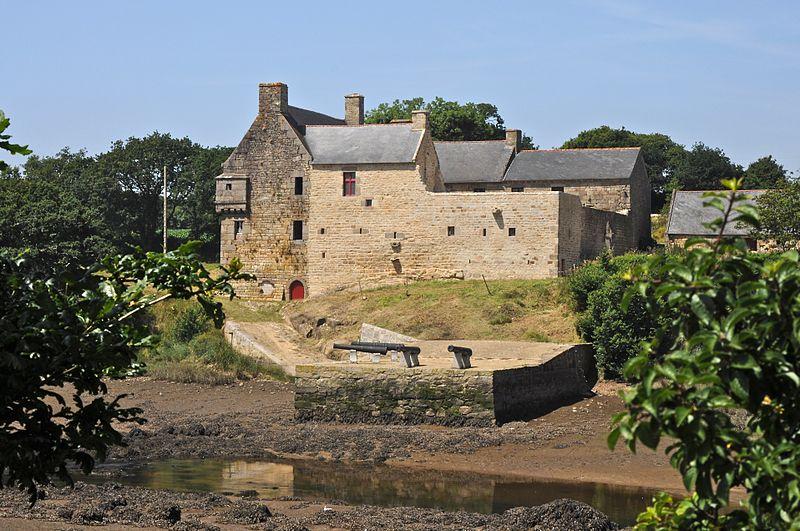 Photo du Monument Historique Manoir de Bel-Air situé à Brélès