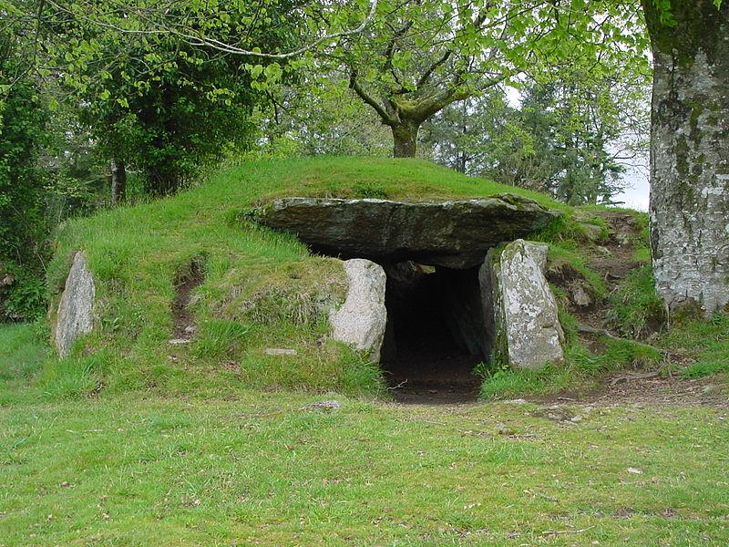 Photo du Monument Historique Dolmen de Ty-ar-Boudiged situé à Brennilis