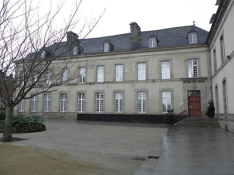 Photo du Monument Historique Ancien évêché (hôtel de ville) situé à Saint-Pol-de-Léon