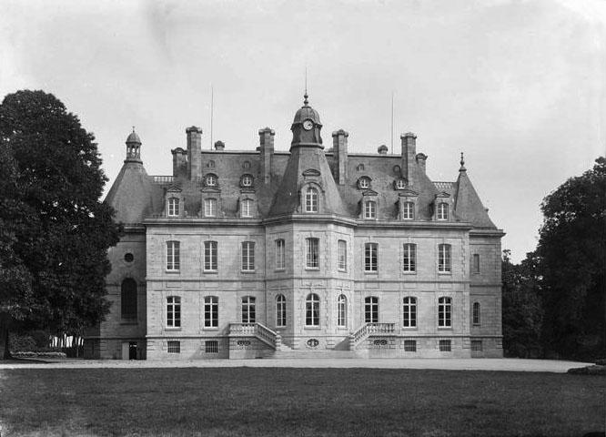 Photo du Monument Historique Domaine de Kernévez situé à Saint-Pol-de-Léon