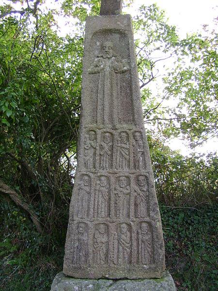 Photo du Monument Historique Croix dite des Douze Apôtres situé à Logonna-Daoulas