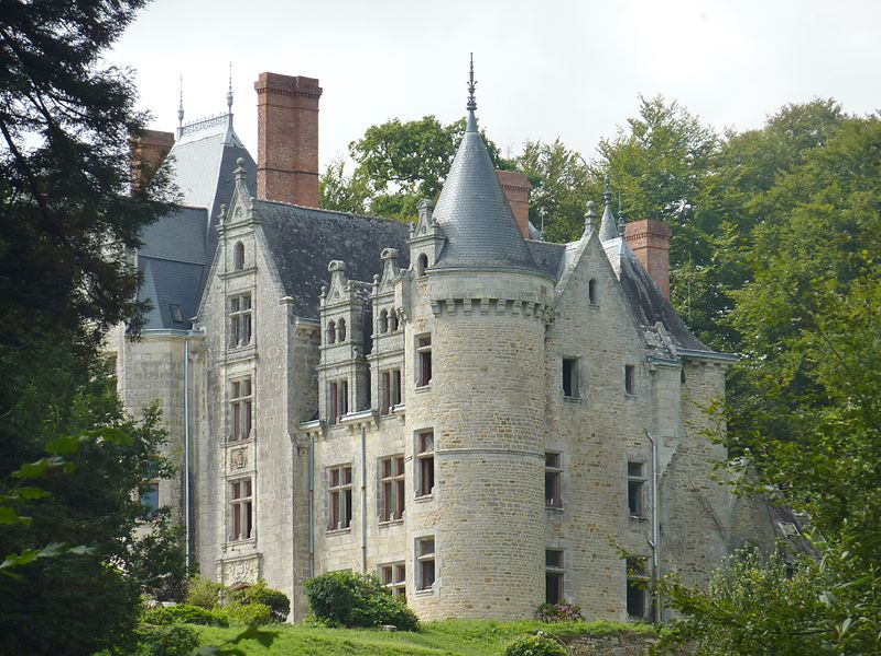 Photo du Monument Historique Château de Pérennou situé à Plomelin