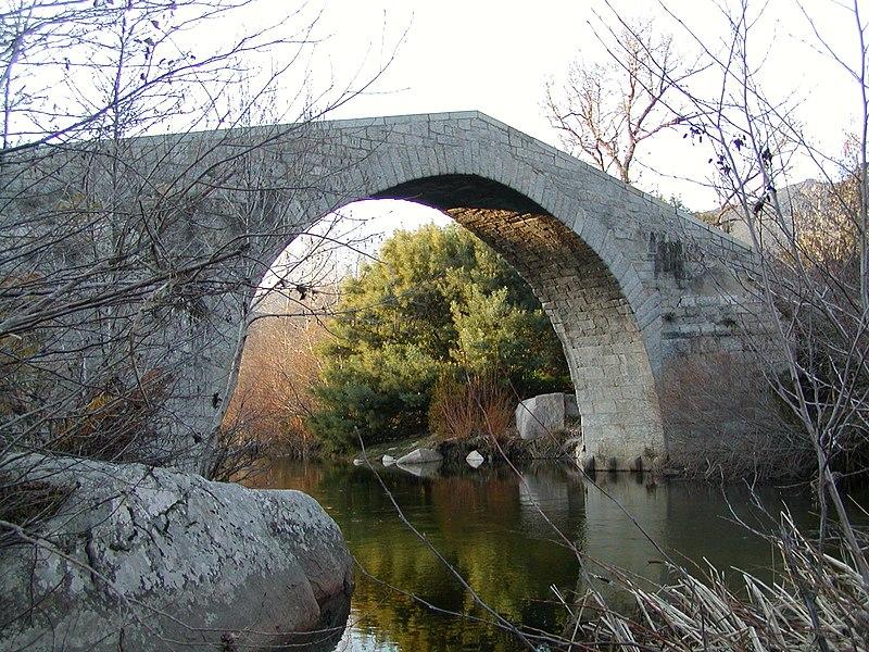 Photo du Monument Historique Pont de Spina-Cavallu sur le Rizzanèse (également sur commune de Sartène) situé à Arbellara ; Sartène