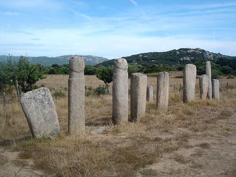 Photo du Monument Historique Alignements de statues-menhirs dénommés Rinaiu et I Stantare situé à Sartène