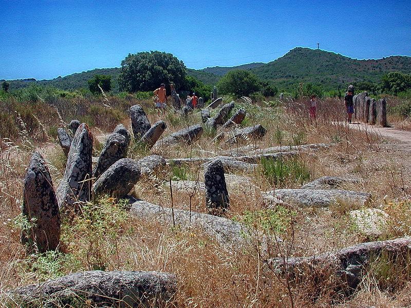 Photo du Monument Historique Alignement de menhirs de Pagliajo situé à Sartène