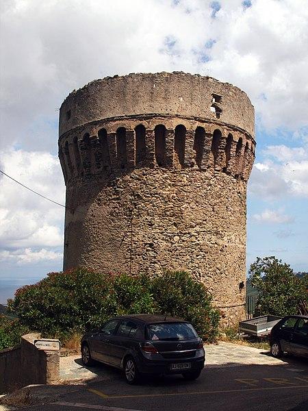Photo du Monument Historique Tour génoise situé à Rogliano