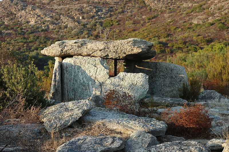 Photo du Monument Historique Dolmen du Mont-Rivinco situé à Santo-Pietro-di-Tenda