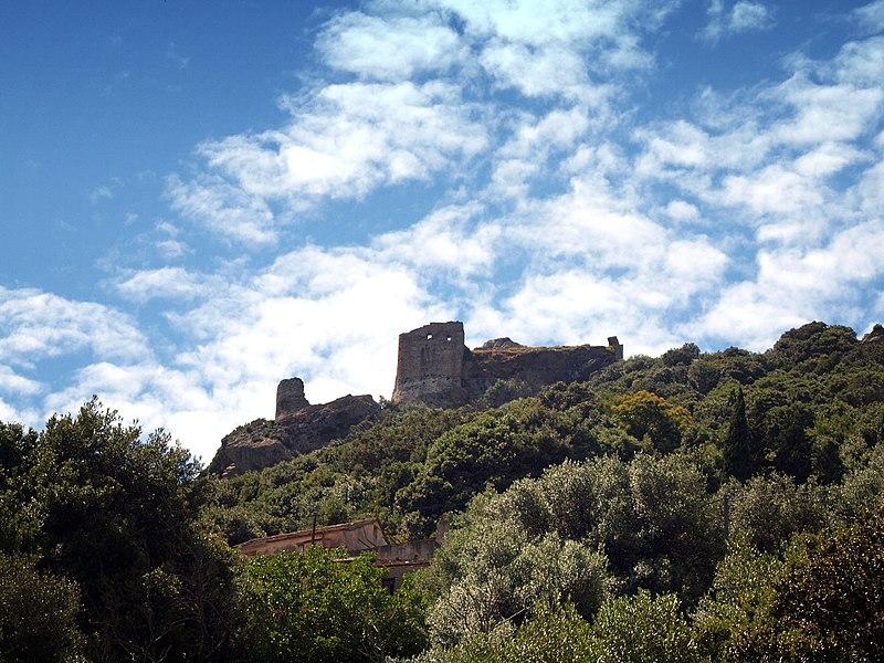 Photo du Monument Historique Castello San Colombano situé à Rogliano