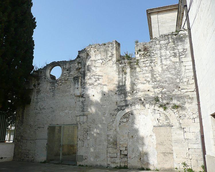 Photo du Monument Historique Vestiges du cloître, près de l'église Notre-Dame-des-Pommiers situé à Beaucaire