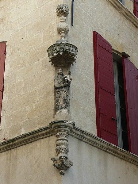 Photo du Monument Historique Niche avec statue situé à Beaucaire