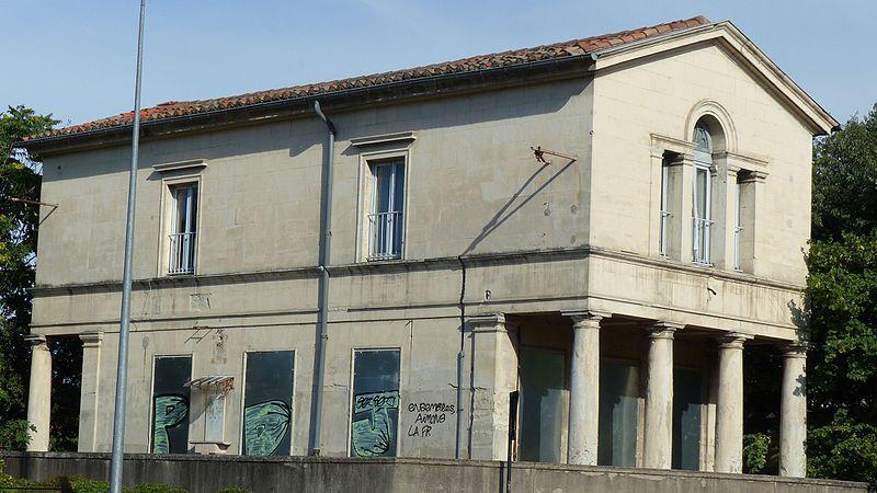 Photo du Monument Historique Ancienne gare situé à Nîmes