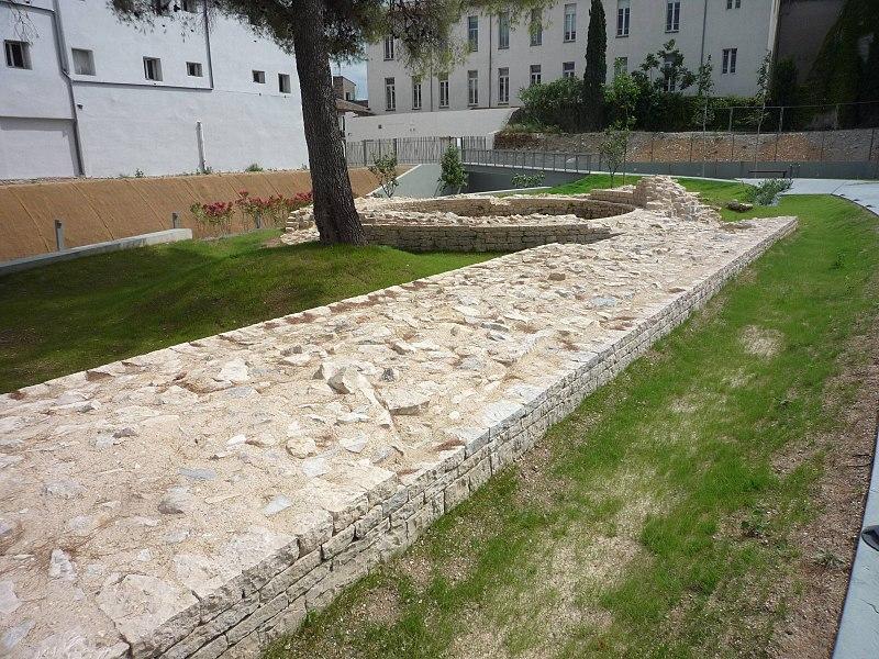 Photo du Monument Historique Mur du Bas-Empire situé à Nîmes