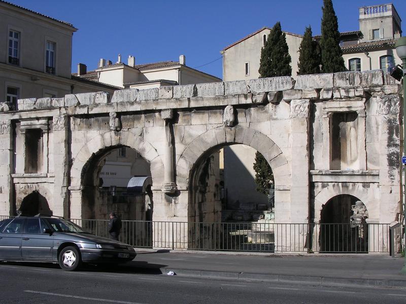 Photo du Monument Historique Porte d'Arles dite d'Auguste situé à Nîmes