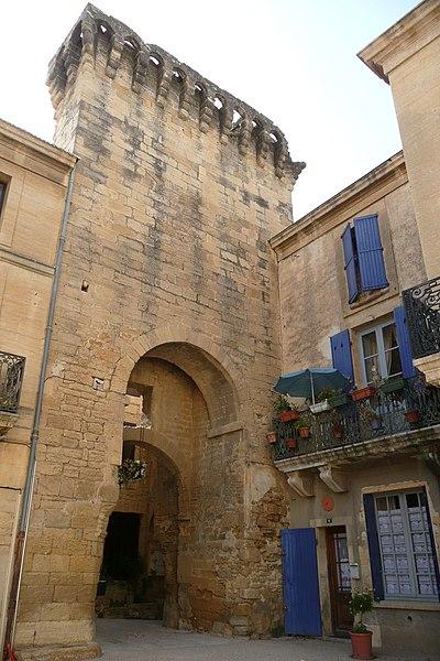 Photo du Monument Historique Porte de ville fortifiée situé à Remoulins