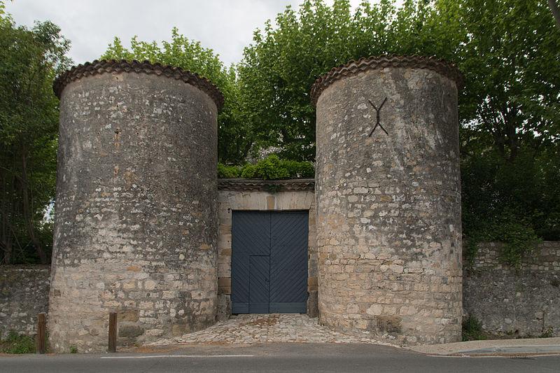 Photo du Monument Historique Château de Saint-Chaptes situé à Saint-Chaptes