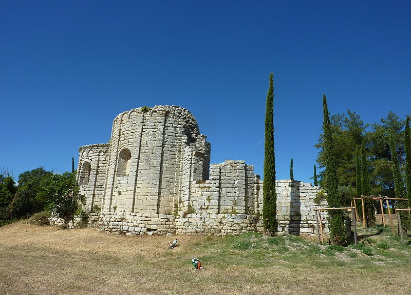 Photo du Monument Historique Ruines de l'église Saint-Geniest et pinède avoisinante situé à Uzès