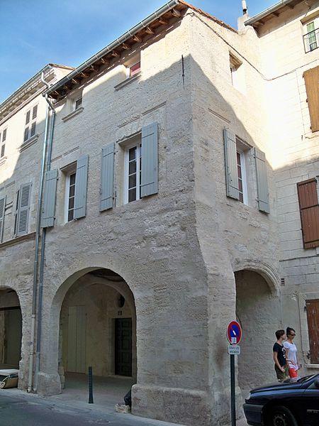 Photo du Monument Historique Maison à arcades situé à Villeneuve-lès-Avignon