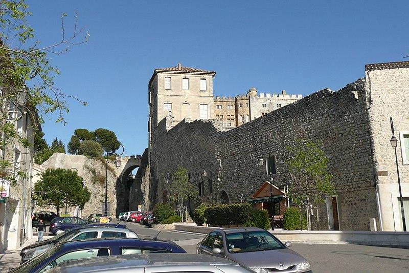 Photo du Monument Historique Château situé à Aramon