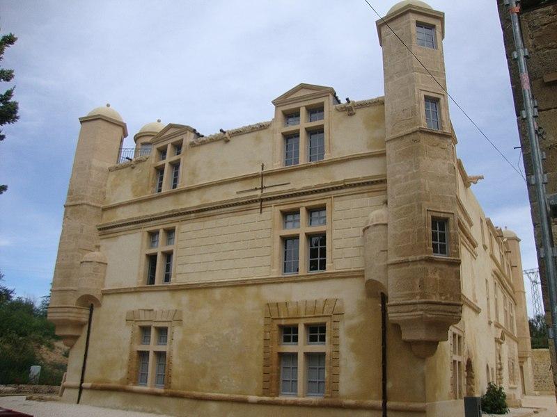 Photo du Monument Historique Château de Rabasse situé à Remoulins