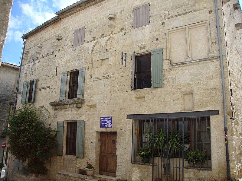 Photo du Monument Historique Maison médiévale gothique, ancien hôpital Saint-Jacques situé à Gallargues-le-Montueux