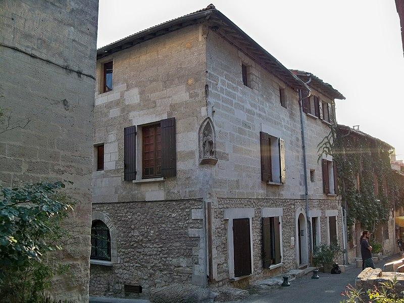 Photo du Monument Historique Maison médiévale situé à Villeneuve-lès-Avignon