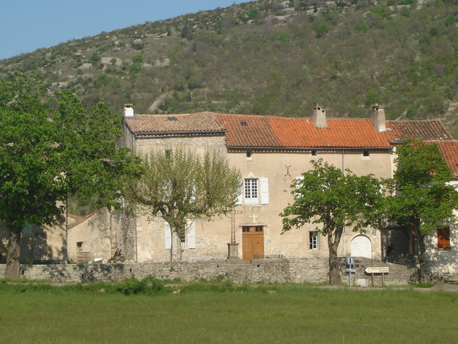 Photo du Monument Historique Ancien château (dit castellas) et demeure seigneuriale situé à Vissec