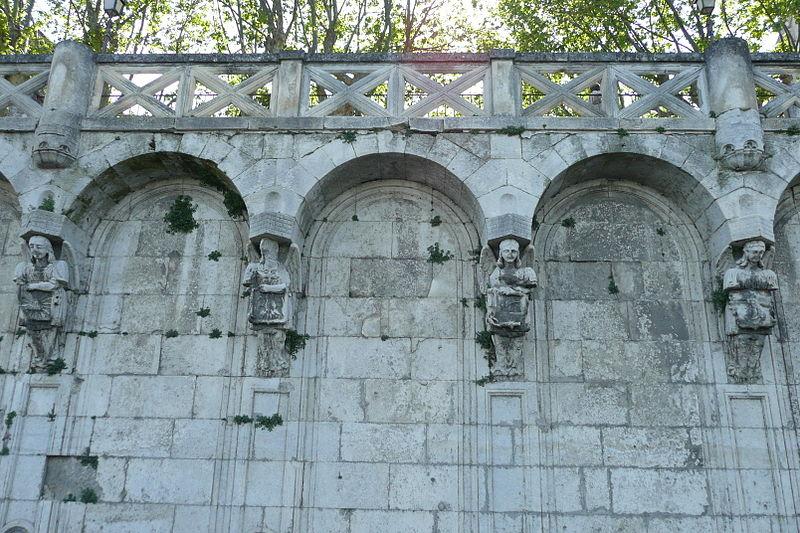 Photo du Monument Historique Escalier monumental situé sur les quais du Rhône et place Saint-Pierre situé à Pont-Saint-Esprit