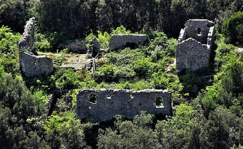 Photo du Monument Historique Vestiges (ruines) du site de la Magdeleine situé à Aiguèze