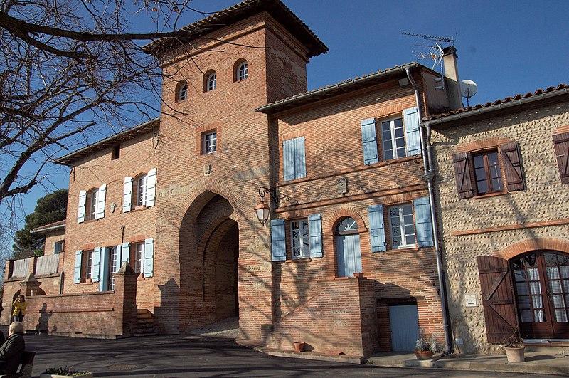Photo du Monument Historique Porte fortifiée situé à Clermont-le-Fort