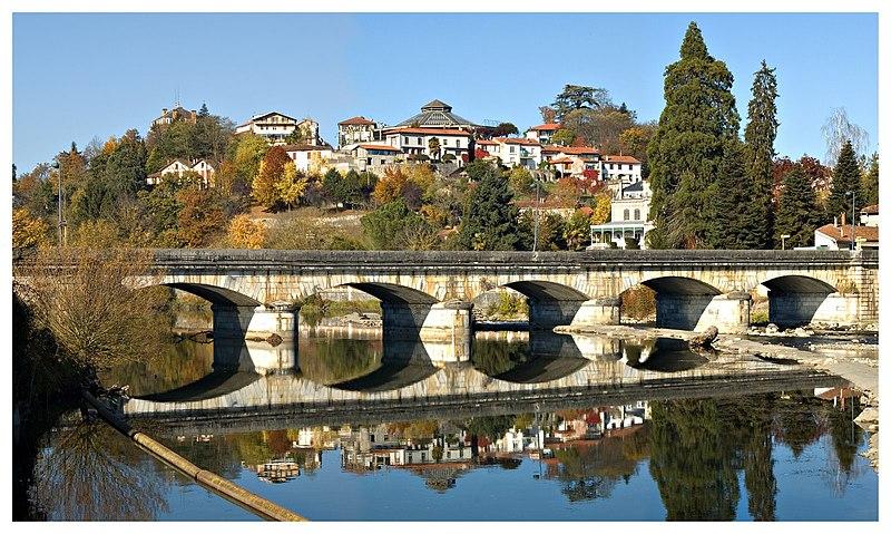 Photo du Monument Historique Pont sur la R.N. 125 franchissant la Garonne (également sur commune de Montrejeau) situé à Gourdan-Polignan