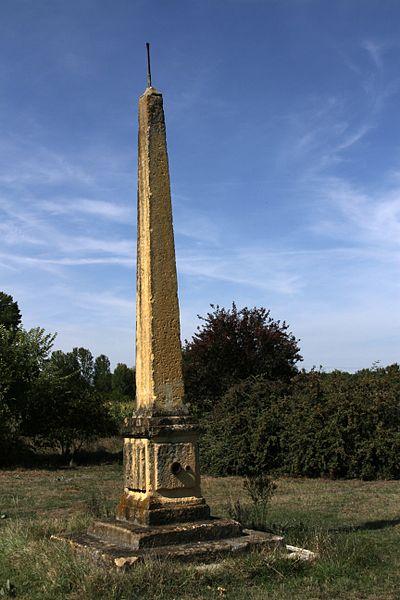 Photo du Monument Historique Pyramide marquant la limite de la Guyenne et du Languedoc, située en bordure du chemin de Moroncazal situé à Mauzac