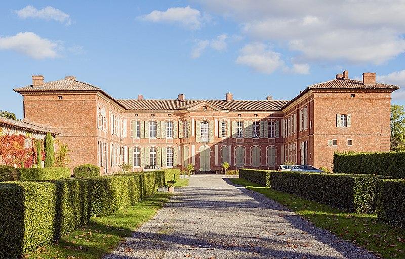 Photo du Monument Historique Château situé à Merville