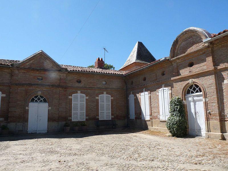 Photo du Monument Historique Maison du 18e siècle actuellement dénommée Foyer Saint-Martin situé à Nailloux