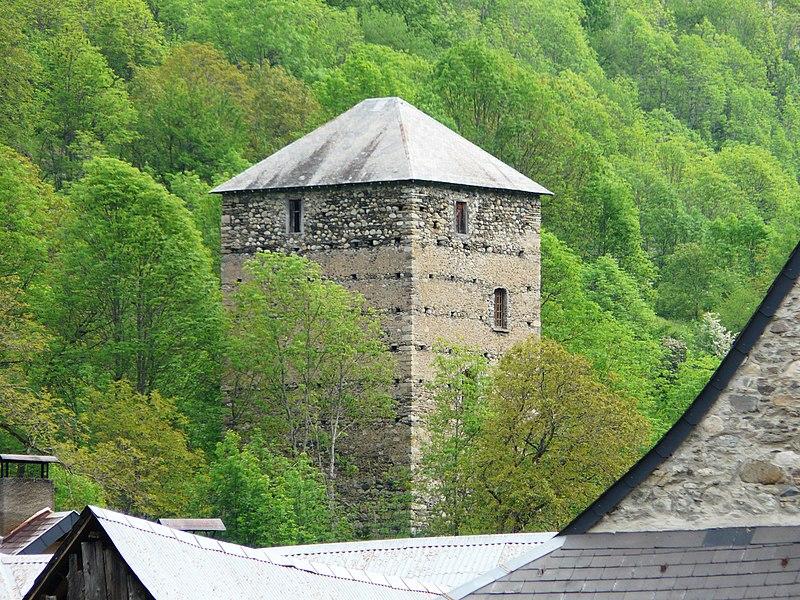Photo du Monument Historique Tour à signaux dite Le Castet situé à Oô